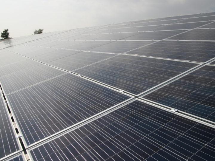 Solarenergie auf den Dächern von Egger-Pumpen