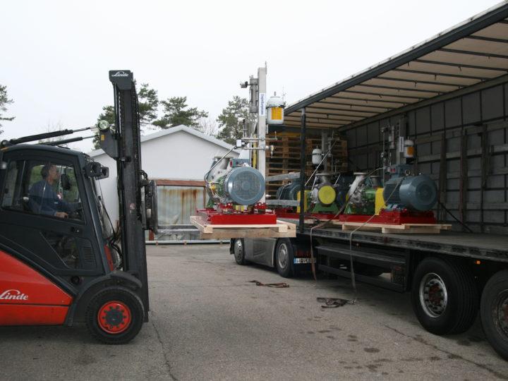 Grosser Pumpenausstoss im Egger-Stammwerk in Cressier, Schweiz
