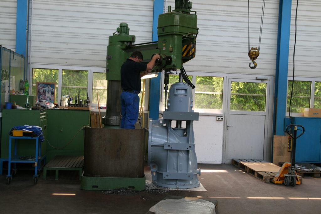 Axialpumpen für Gut Grosslappen, München auf dem Bohrwerk in der Pumpenfabrik Emile Egger in Cressier, Schweiz